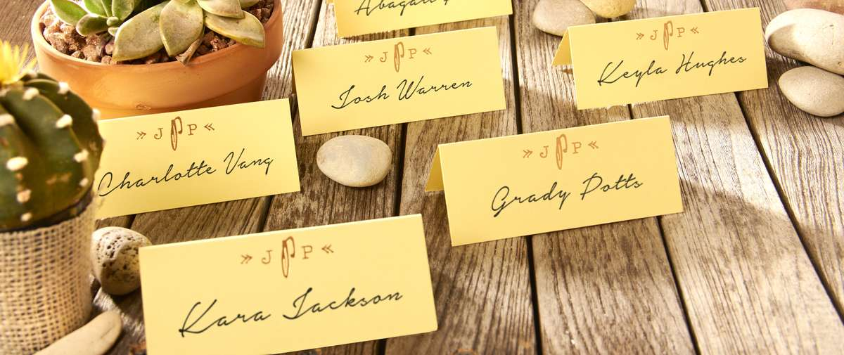 How to have a desert themed wedding with custom placards