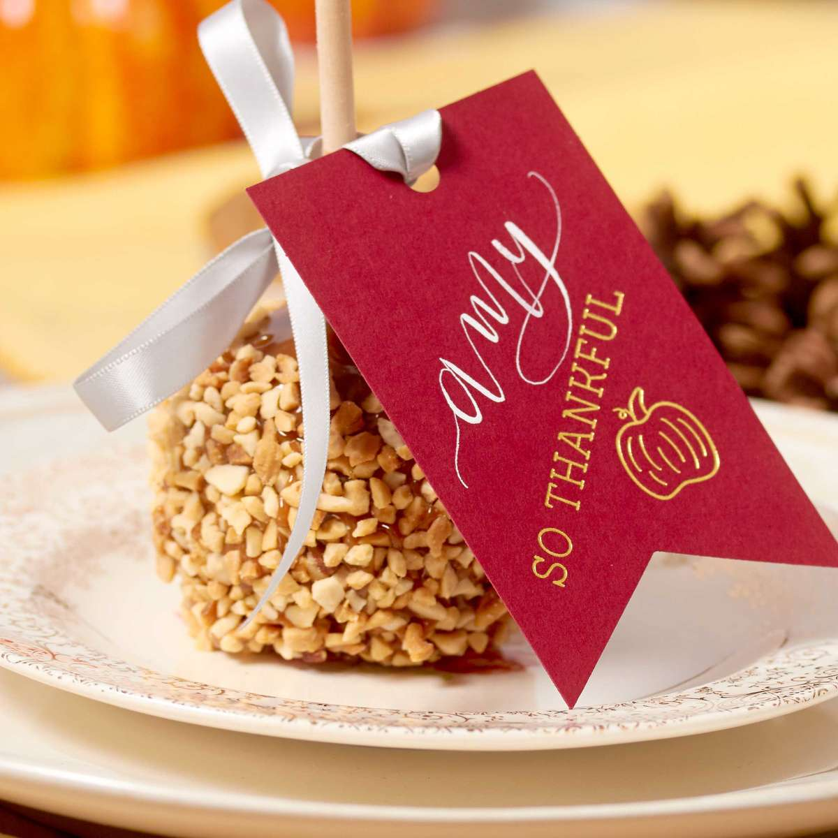 custom place cards with sweet favor